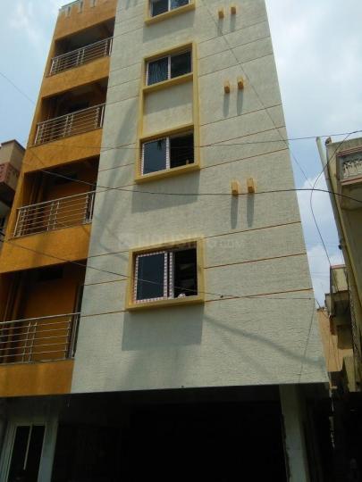 अदूगोदी में आरपी लेडिज पीजी में बिल्डिंग की तस्वीर