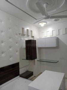 Gallery Cover Image of 750 Sq.ft 3 BHK Apartment for rent in Aniket CHS, Shivaji Nagar for 40000