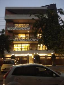 Gallery Cover Image of 2400 Sq.ft 4 BHK Independent Floor for buy in DLF Phase 1 for 30000000