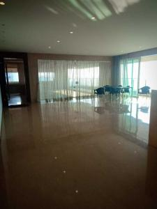 Gallery Cover Image of 3000 Sq.ft 4 BHK Independent Floor for rent in Bandra West for 1000000