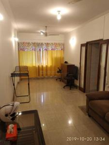 Gallery Cover Image of 837 Sq.ft 2 BHK Apartment for buy in Jogeshwari West for 19000000