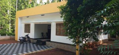 Gallery Cover Image of 1300 Sq.ft 4 BHK Independent House for buy in Kuttikkattoor for 10000000