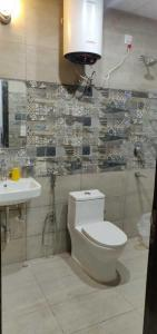 Bathroom Image of PG 4271525 Dlf Phase 1 in DLF Phase 1