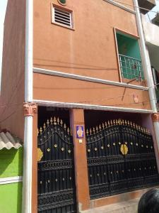 Gallery Cover Image of 360 Sq.ft 2 BHK Independent House for buy in Koyambedu for 4200000