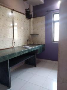 Gallery Cover Image of 1040 Sq.ft 2 BHK Apartment for rent in Hiranandani Estate for 30500