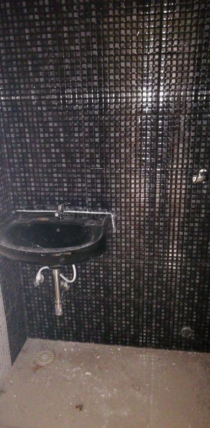 Common Bathroom Image of 910 Sq.ft 2 BHK Apartment for rent in Taloje for 7000