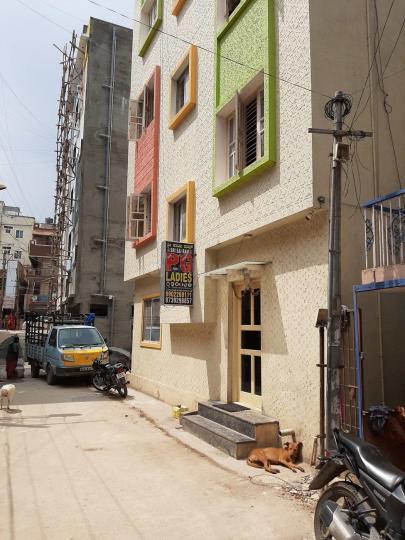 बीटीएम लेआउट में श्री साई राम पीजी में बिल्डिंग की तस्वीर