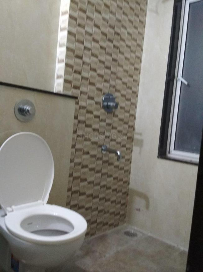 Common Bathroom Image of 575 Sq.ft 1 BHK Apartment for rent in Dahisar East for 18000