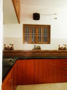 Gallery Cover Image of 1200 Sq.ft 2 BHK Apartment for rent in Guindy for 20000