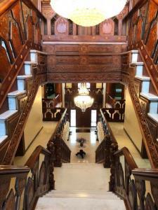 एक्कातुथंगल  में 150000000  खरीदें  के लिए 5500 Sq.ft 5 BHK इंडिपेंडेंट हाउस के सीढ़ी  की तस्वीर