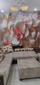 Gallery Cover Image of 450 Sq.ft 1 RK Independent Floor for buy in Uttam Nagar for 1600000