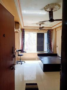 Gallery Cover Image of 380 Sq.ft 1 RK Apartment for rent in Chatrapati Shivaji Raje Complex, Kandivali West for 13000