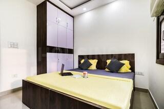 Bedroom Image of Oyo Life Del1996 in Mahavir Enclave