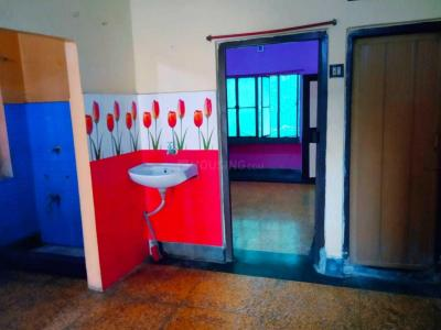 Gallery Cover Image of 700 Sq.ft 2 BHK Independent Floor for rent in South Dum Dum for 9000