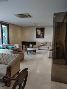 Gallery Cover Image of 6500 Sq.ft 10 BHK Independent House for buy in Sector 57 for 50000000