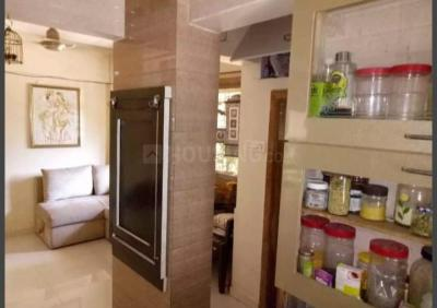 Gallery Cover Image of 350 Sq.ft 1 RK Apartment for rent in Santacruz West for 22000