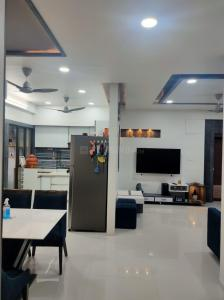 Gallery Cover Image of 2500 Sq.ft 3 BHK Apartment for rent in Dharam Madhuban, Nirnay Nagar for 33000
