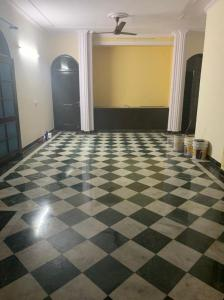 Gallery Cover Image of 1800 Sq.ft 3 BHK Independent Floor for rent in Sector 17 for 45000