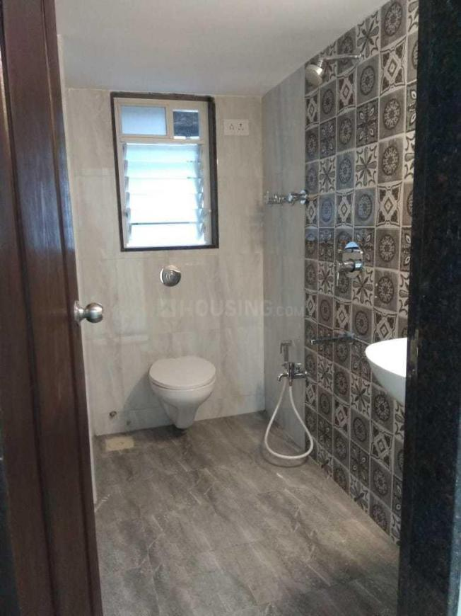 Common Bathroom Image of 650 Sq.ft 1 BHK Apartment for rent in Borivali West for 22000