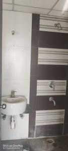 Bathroom Image of 1160 Sq.ft 2 BHK Apartment for buy in Goel Ganga Group Ganga Bhagyoday Tower, Anand Nagar for 10000000