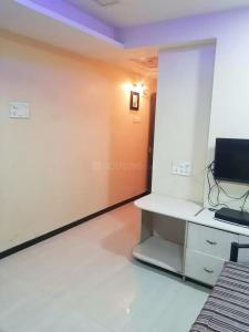 Gallery Cover Image of 800 Sq.ft 2 BHK Apartment for rent in Mantri Corner, Prabhadevi for 45000