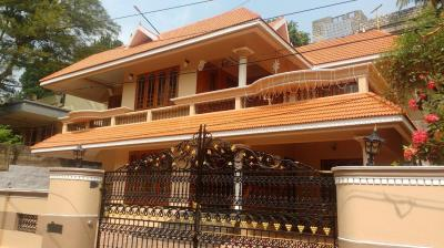 Gallery Cover Image of 3500 Sq.ft 5 BHK Independent House for buy in Ulloor for 19000000