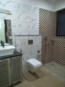 Common Bathroom Image of 3000 Sq.ft 5+ BHK Independent House for rent in Sector 50 for 110000