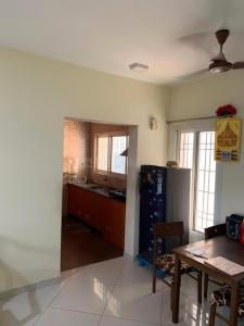Gallery Cover Image of 1280 Sq.ft 2 BHK Apartment for rent in Kelambakkam for 15000