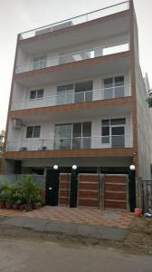 Gallery Cover Image of 2153 Sq.ft 3 BHK Independent Floor for rent in Phi III Greater Noida for 20000