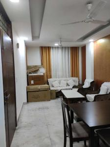 Gallery Cover Image of 1000 Sq.ft 3 BHK Independent Floor for rent in Khirki Extension for 40000