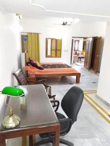 Gallery Cover Image of 3600 Sq.ft 2 BHK Independent Floor for rent in RWA East of Kailash Block E, Greater Kailash for 65000