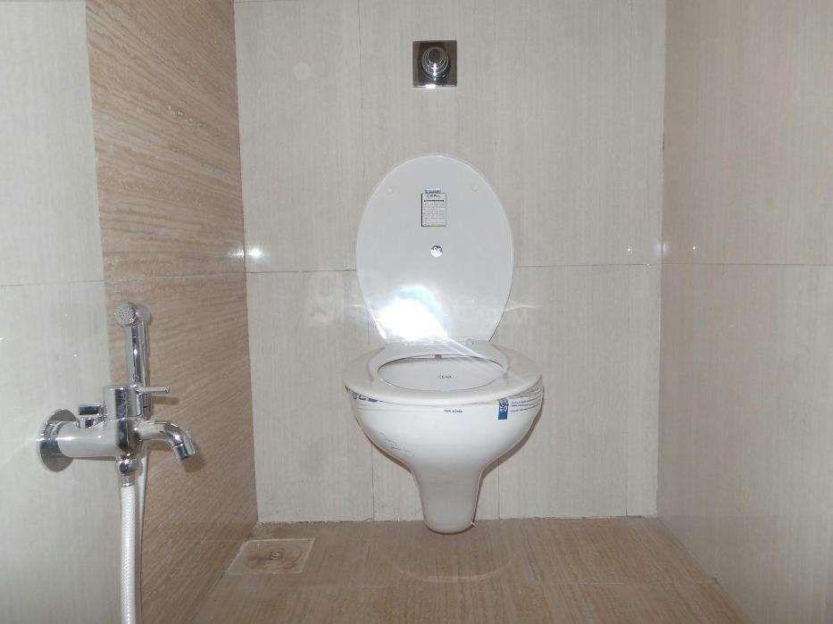 Common Bathroom Image of 400 Sq.ft 1 BHK Apartment for rent in Kandivali East for 22000