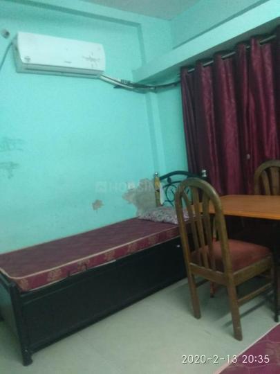 ऐरोली में नरेश पीजी के बेडरूम की तस्वीर