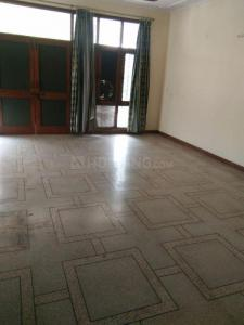 Gallery Cover Image of 3000 Sq.ft 1 RK Independent Floor for rent in Sector 26 for 7000