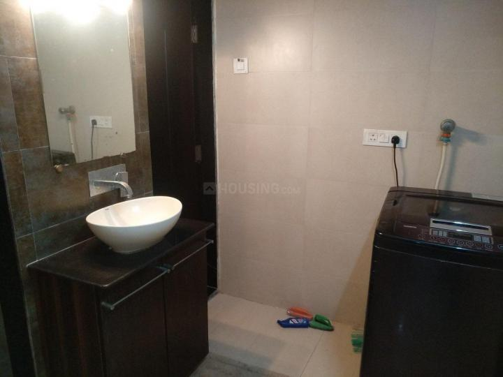 Common Bathroom Image of 600 Sq.ft 1 BHK Apartment for rent in Juhu for 53000