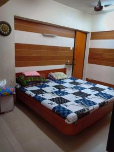 Gallery Cover Image of 695 Sq.ft 3 BHK Apartment for rent in Ghatkopar East for 70000