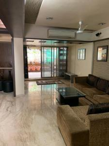 Gallery Cover Image of 1500 Sq.ft 3 BHK Villa for rent in  Gardens Eden Bungalows, Powai for 150000