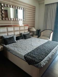 Gallery Cover Image of 1400 Sq.ft 3 BHK Apartment for buy in Sector 150 for 9650000