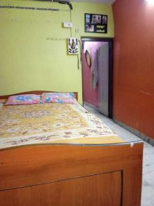 Gallery Cover Image of 500 Sq.ft 2 BHK Independent House for rent in Entally for 10000