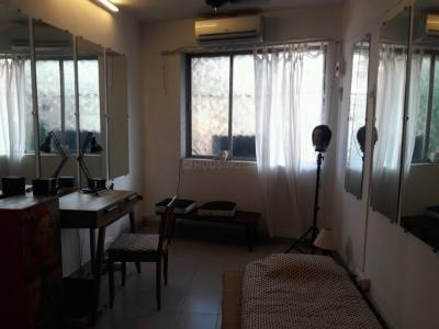 Gallery Cover Image of 250 Sq.ft 1 RK Apartment for rent in Khar West for 32000