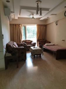 Gallery Cover Image of 1450 Sq.ft 3 BHK Apartment for rent in Khar West for 120000