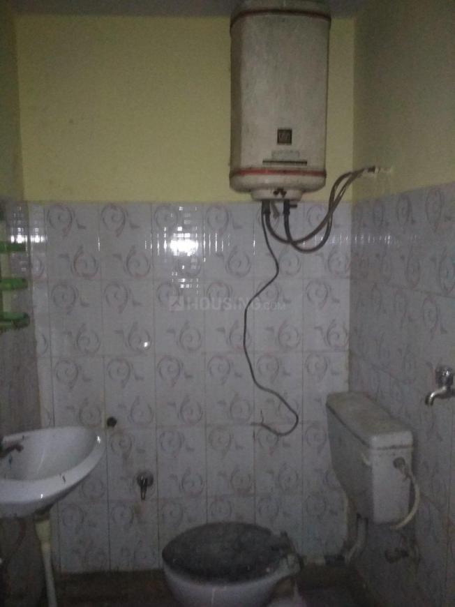 Bathroom Image of 250 Sq.ft 1 RK Independent Floor for buy in Shakarpur Khas for 1100000
