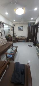 Gallery Cover Image of 950 Sq.ft 2 BHK Apartment for buy in Thane West for 18100000