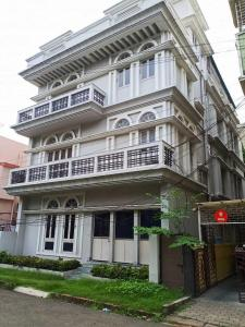 Gallery Cover Image of 3023 Sq.ft 7 BHK Independent House for buy in Salt Lake City for 50000000