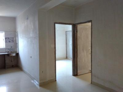 Gallery Cover Image of 810 Sq.ft 2 BHK Apartment for buy in South Dum Dum for 3300000