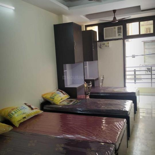लक्ष्मी नगर में ग्रीन हाई होम्स पीजी के बेडरूम की तस्वीर