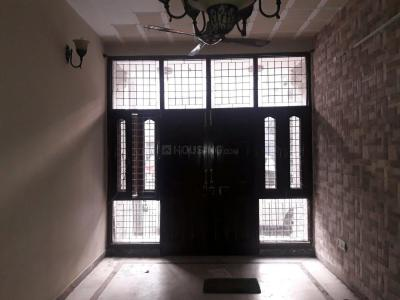 Gallery Cover Image of 1350 Sq.ft 2 BHK Apartment for rent in Paschim Vihar for 25000