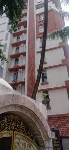 Gallery Cover Image of 1100 Sq.ft 2 BHK Apartment for buy in Malad West for 17500000