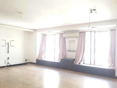 Gallery Cover Image of 1600 Sq.ft 3 BHK Apartment for buy in Malad East for 35000000
