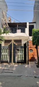 Gallery Cover Image of 1000 Sq.ft 3 BHK Independent House for buy in Shastri Nagar for 6125000